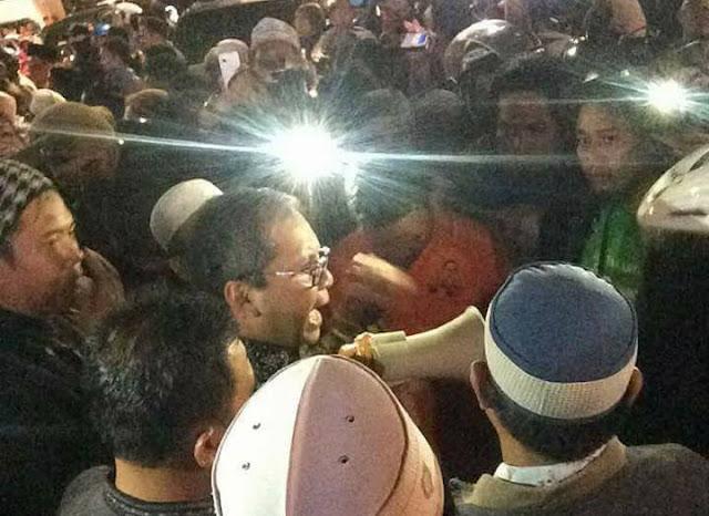 Tak Berizin, Aksi Bakar Lilin untuk Ahok di Makassar Dibubarkan Paksa