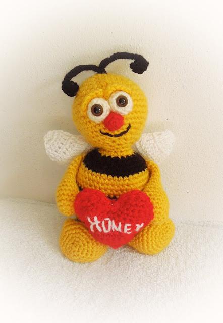 Häkelblog - Täglich neue Anleitungen: Bernie die Biene - Häkelanleitung