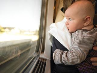 tips mengajak bayi pergi jalan-jalan ke luar rumah