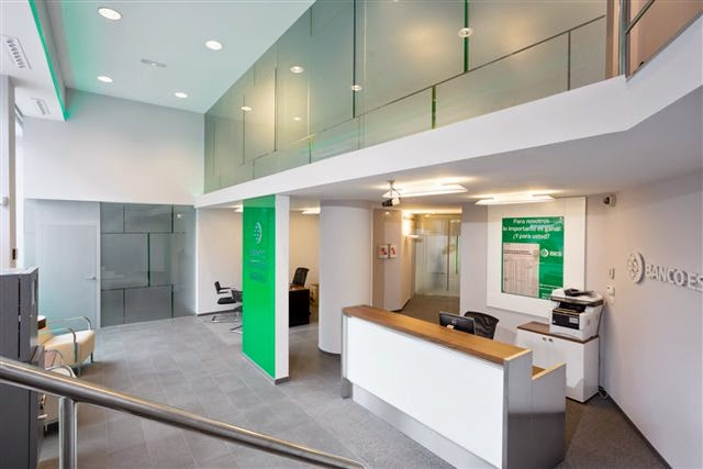 Estudio q arquitectos dise o de oficinas para banco for Banco exterior agencias