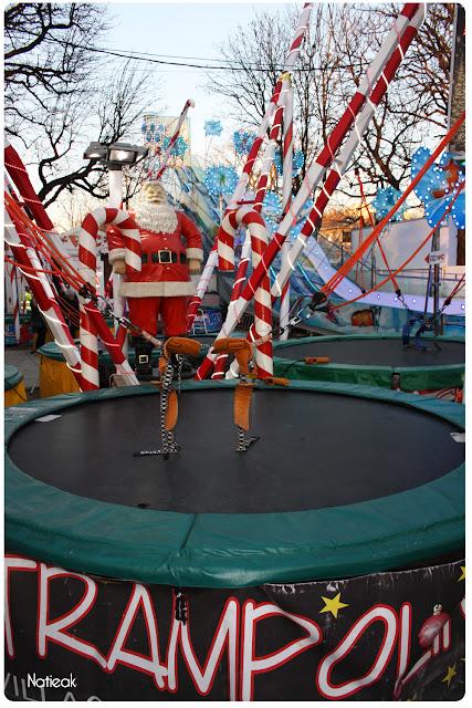 trampoline  au marché de Noël des Champs -Elysées
