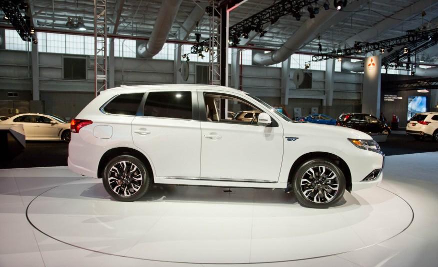 Outlander 2017 là dòng SUV lai CUV hạng sang và rất hiện đại của Mitsubishi