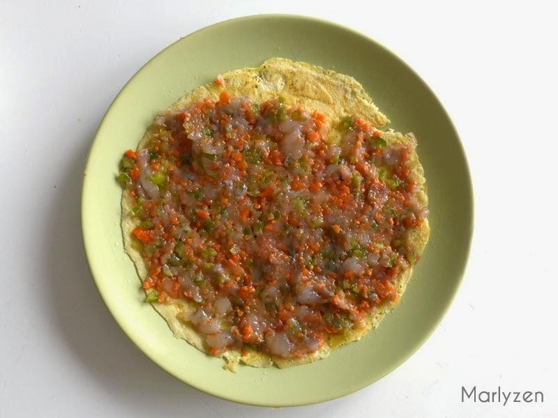 Etalez le mélange de purée de crevette-légumes.