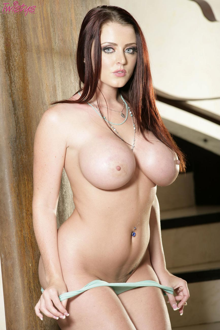 dee hot nude Sophie