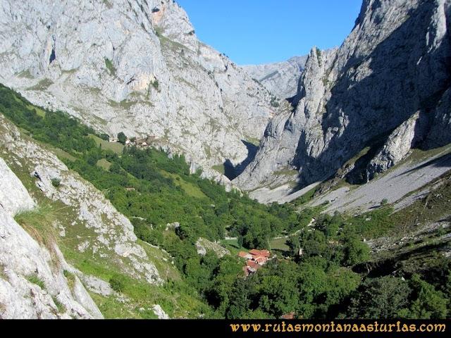 Ruta Poncebos a Cabrones por Camburero y Urriellu: Vista de Bulnes