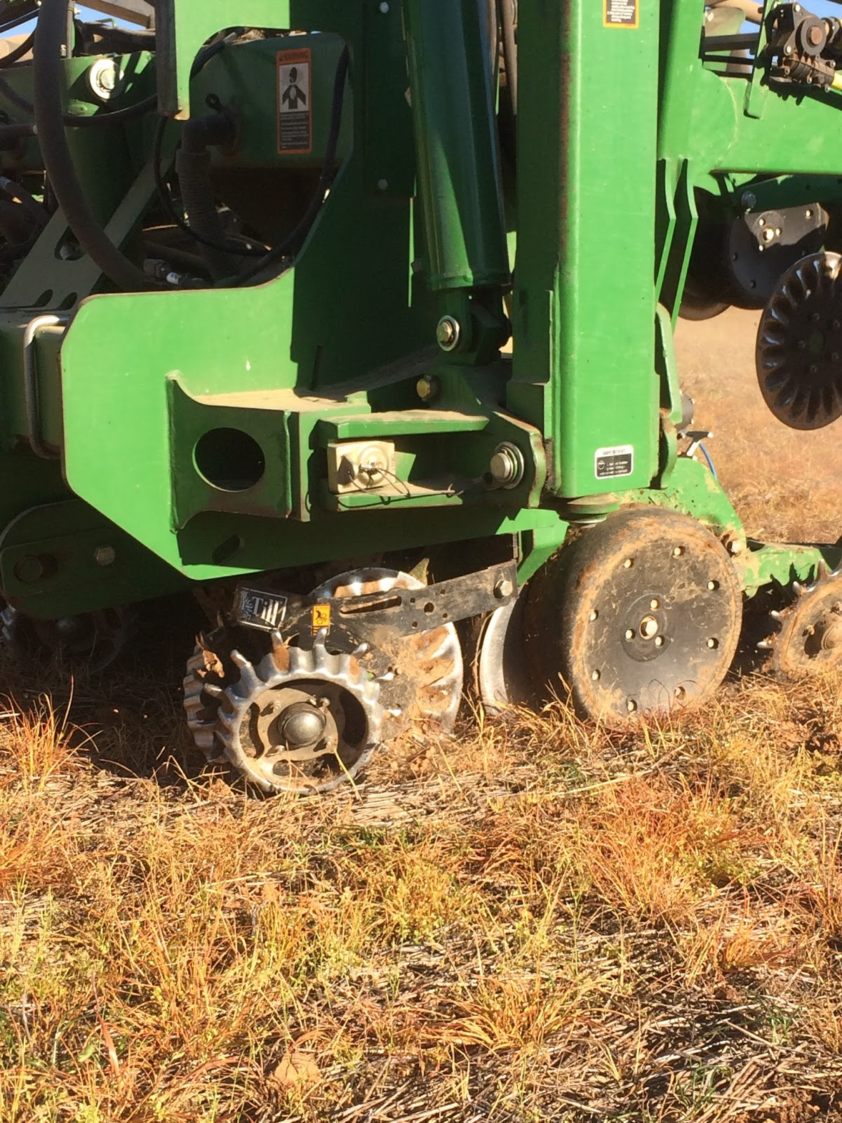 the planter is equipped with a pneumatic down force system that holds pressure on the row unit to keep it in the ground and provide an even ride to