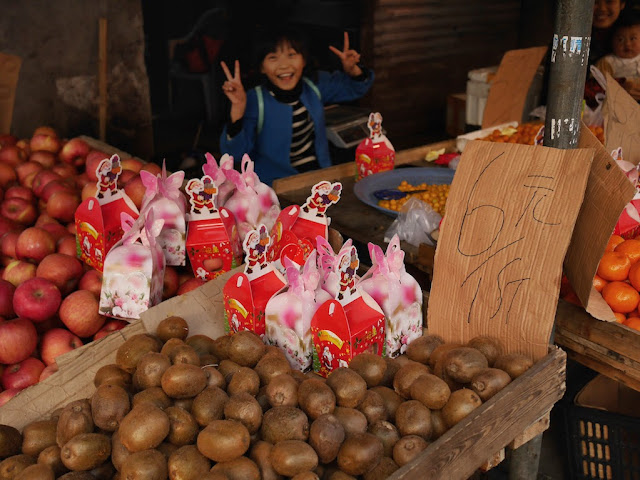 Christmas apples for sale at the Washi Lane wet market in Wenzhou