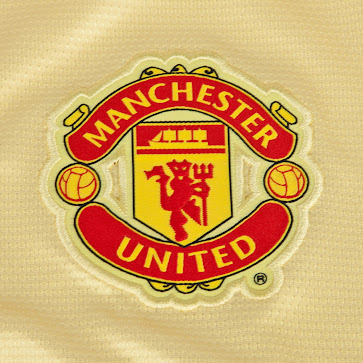 Manchester united 13 14 2013 14 home kit goalkeeper kits the manchester united 13 14 goalkeeper away short is yellow voltagebd Gallery