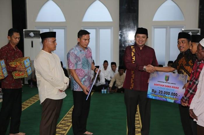 Safari Ramadhan Di Masjid Agung Kalianda, Gubernur Lampung Beri Bantuan Dana Hibah Rp40 Juta.