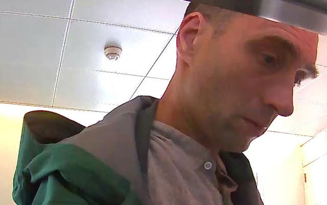 Franz Wrousis, de 50 anos, era cliente da companhia de seguros de saúde na qual feriu dois funcionários