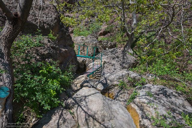 Дорога на Арпатские водопады. Зеленогорье, Крым.