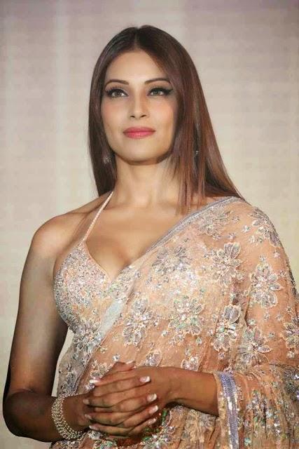 Bollywood Item girl Bipasha Basu Latest Dancing Spicy Saree Stills