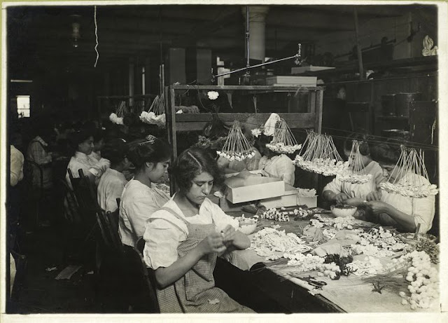 Table in a flower factory, Lewis Wickes Hine, The New York Public Library Digital Collections. 1907 - 1933