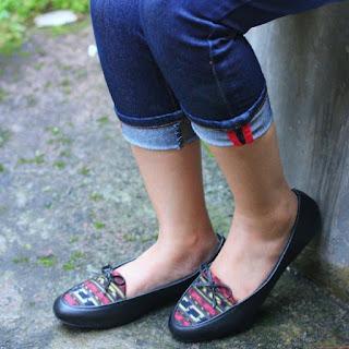 Sepatu Tenun Toraja