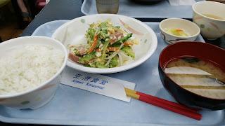 空港食堂で