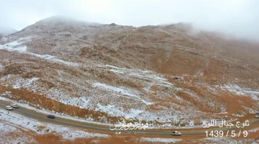 Video Drone Menunjukkan Salju Turun Di Pegunungan Arab Saudi