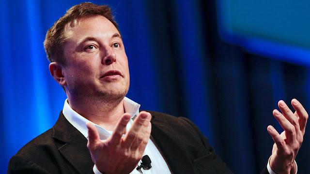 """NASA: """"Elon Musk no será visto fumando marihuana en público"""""""