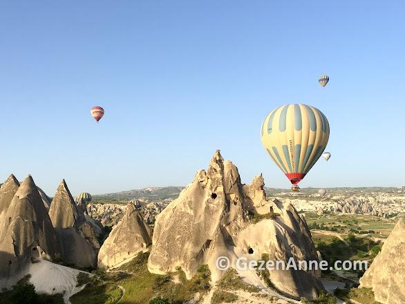 Kapadokya Balloons ile peri bacaları üstünde Kapadokyada balon turu