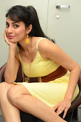 Manisha Kelkar sizzling in Yellow-thumbnail-5