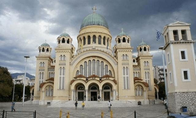 Πάτρα: Mουσουλμάνος οπλισμένος με μαχαίρια εισέβαλε σε εκκλησία