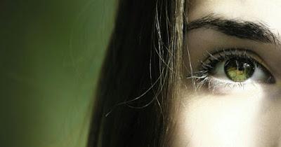 Menghilangkan Warna Hitam Pada Kelopak Mata