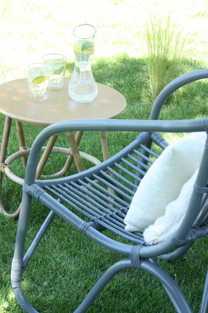 Un nouveau regard le rotin s 39 invite dans nos jardins - Petite table de jardin maison du monde ...