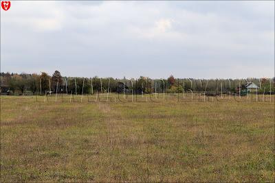 Пейзаж у полукапонира. Обрушенные сараи в деревне Лотвины