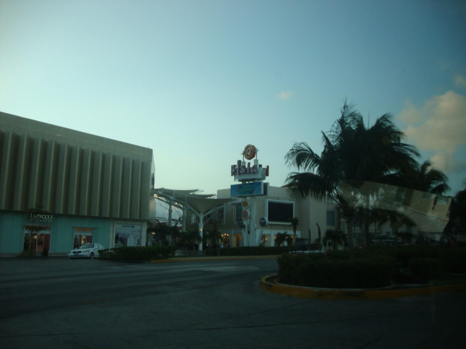 50172525afd Antenadas e descoladas  Comprinhas em Cancún e no aeroporto do Panamá.
