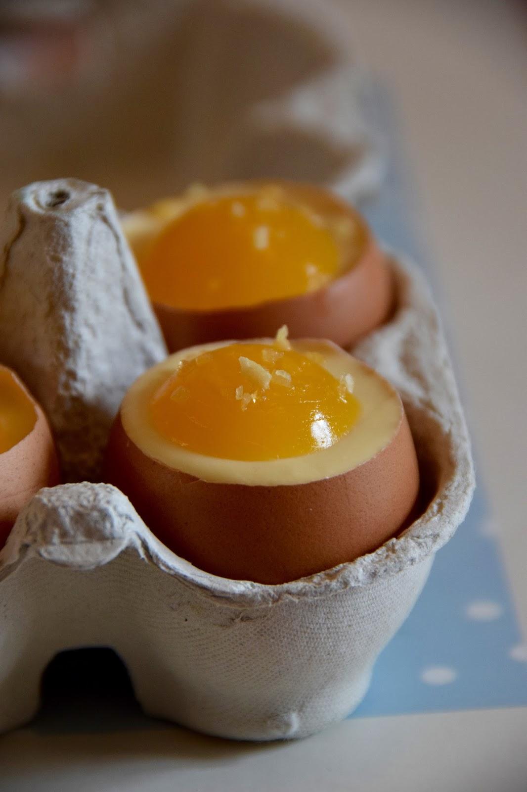 Le labo de gourmandises: Petits oeufs à la coque de Pâques