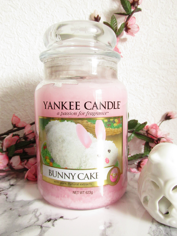 Review: YANKEE CANDLE - Bunny Cake Housewarmer - 623g - 27.99 Euro