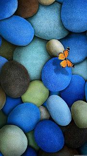 s4-tam-ekran-kapak-resmi-renkli-taslar-mavi-kelebek