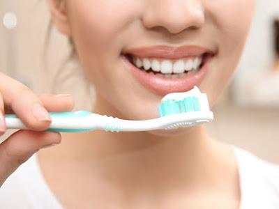 Πόσο συχνά πρέπει να πλένετε τα δόντια σας για να προλάβετε έμφραγμα, εγκεφαλικό & άνοια