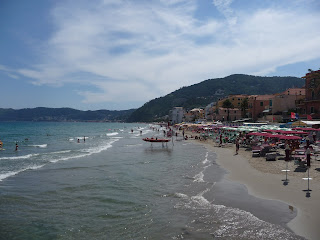 www.italiaansebloemenriviera.nl: Bekijk het grootste aanbod hotels, campings, vakantiehuizen, B&B, agriturismo, appartementen, vliegtickets, autoverhuurders