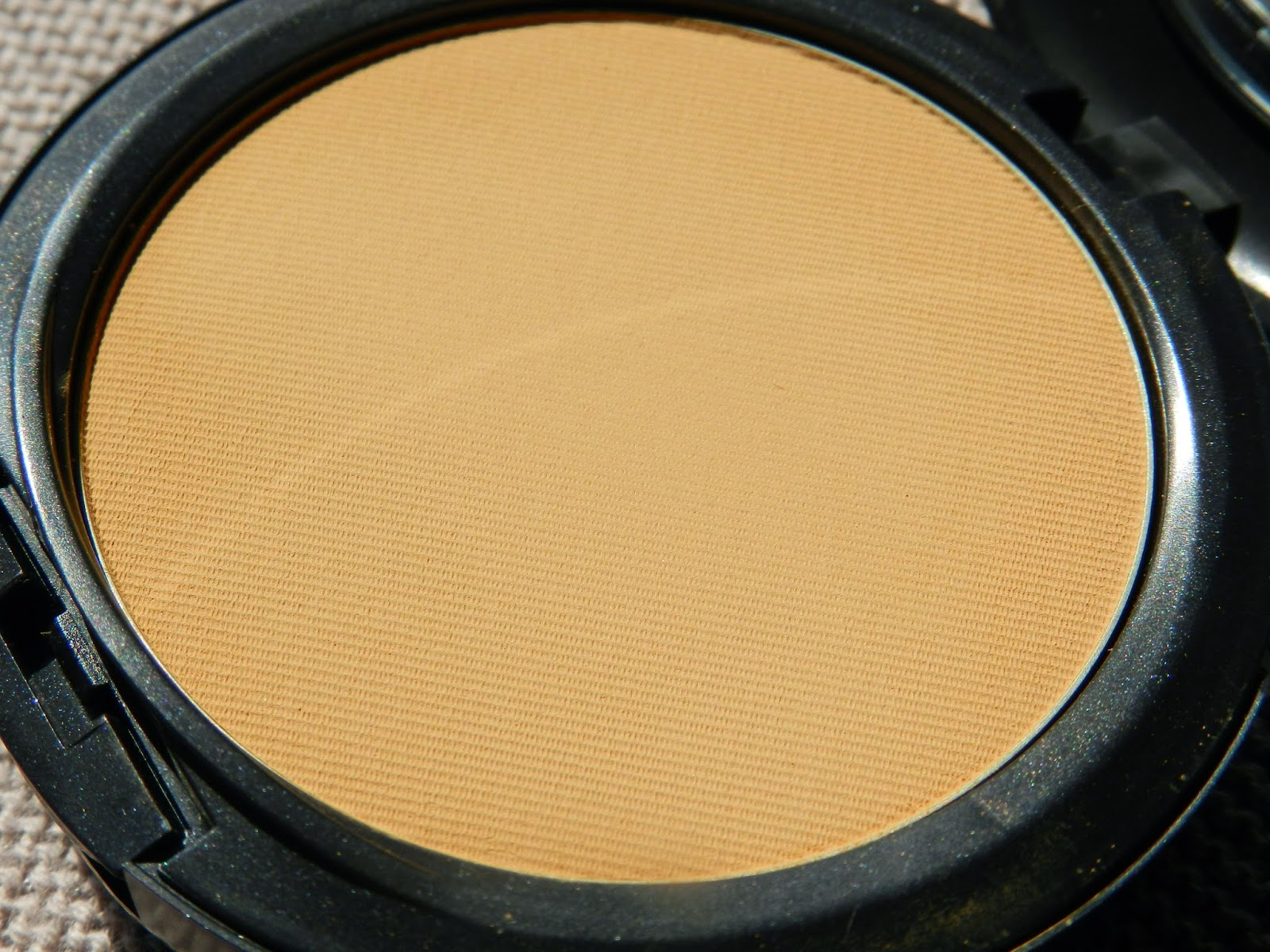 MAC Studio Fix Powder plus Foundation NC43