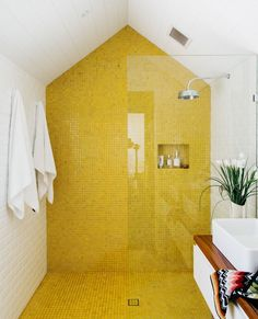 45 Small Yellow Bathroom Decorating Ideas