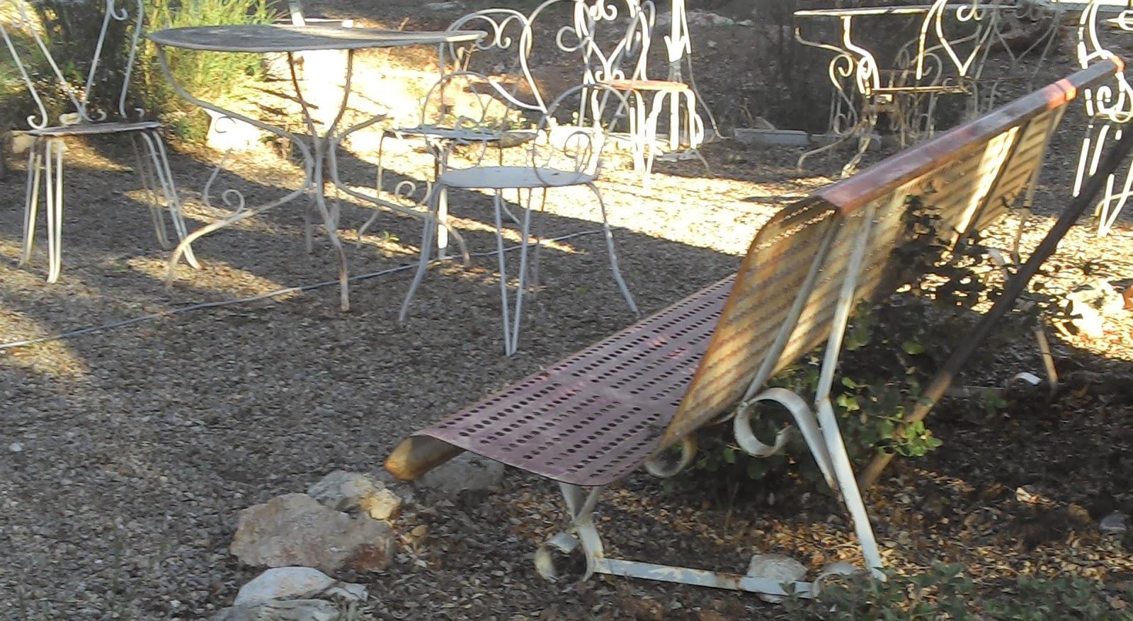 ancien banc de jardin public en fer a trous superbe pi tement fer gorg. Black Bedroom Furniture Sets. Home Design Ideas
