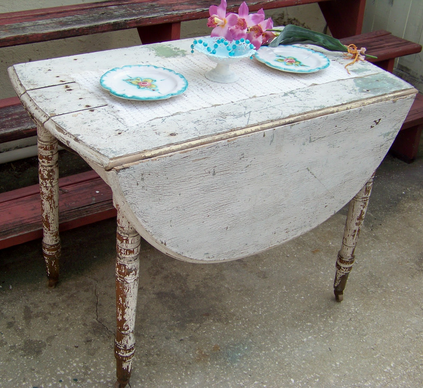 Last Week I Showed You A Wonderful Old Kitchen Sink Found This Chippy Painted Vintage Table It Was Pretty Desirable Except One Of