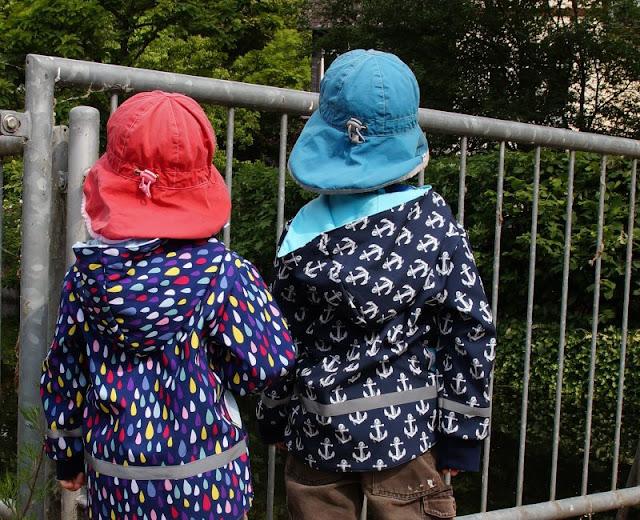 Ein Familien-Ausflug zu den Fischen: Die Fischtreppe an der Schwentine. Von der Brücke aus können Kinder gut und sicher gucken.