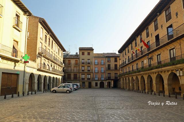 Plaza Julián Mena, Puente la Reina