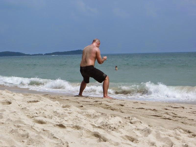 Странные тренировки на пляже