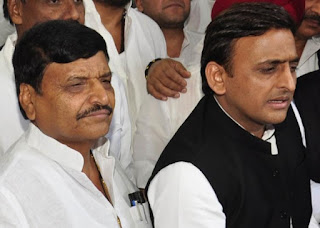 tussle-between-shivpal-akhilesh-in-assembly