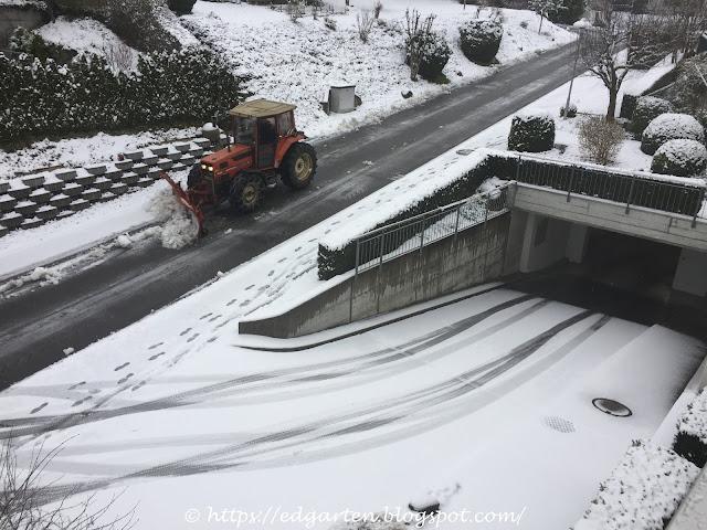 Schneepflug in unserer Strasse