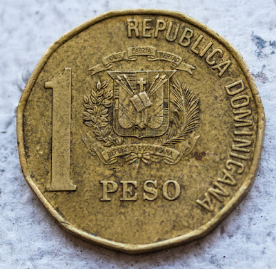 Reverse of 2002 Dominican Republic 1 Peso, Republica Dominicana, arms