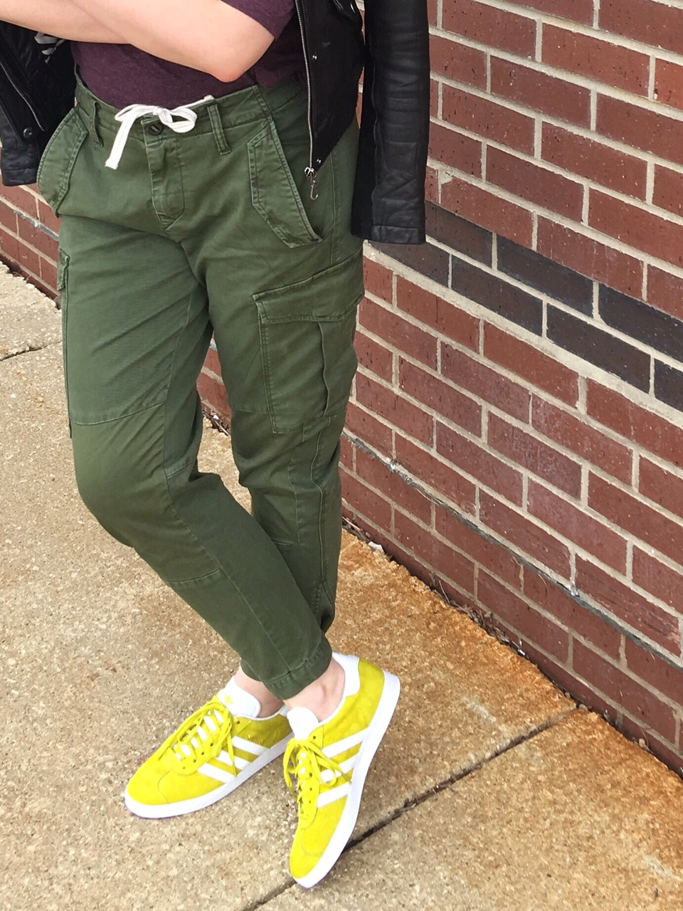 Cargo pants in army green color