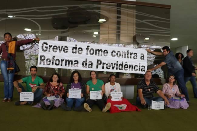 Casal faz greve de fome contra Reforma da Previdência em Teresina