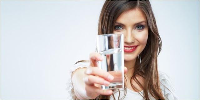 Minum Air Dingin atau Air Hangat yang Lebih Sehat?