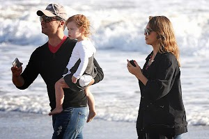 paparazzi: jessica alba family on the beach in Malibu