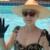 Το είδαμε και αυτό! Η Kristen Bell φοράει γάντια στην πισίνα (video)