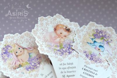 Detalii invitatii botez evantai ilustratii bebelus cu flori mov