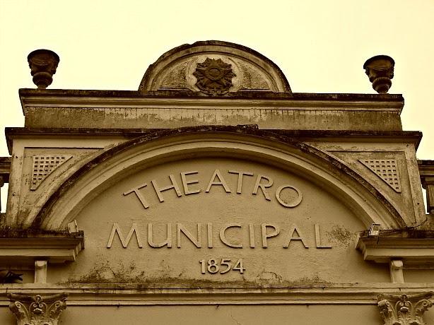 O Theatro Adolpho Mello foi inaugurado em 1854